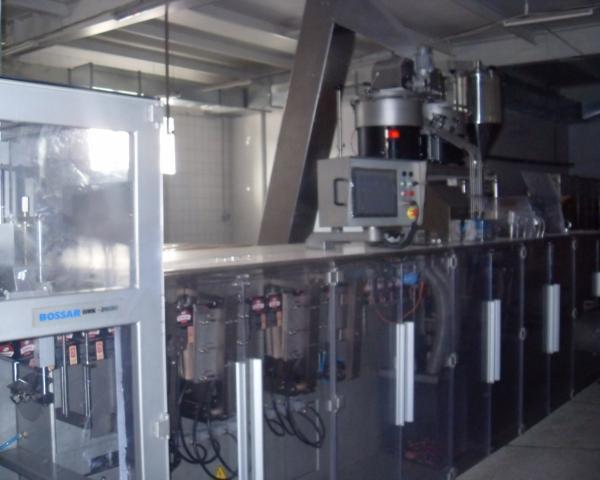 Линия для упаковки горизонтальный упаковочный автомат Bossar BMK 2600 для фасовки в дой-пак пакет с угловым колпачком 2008 года выпуска