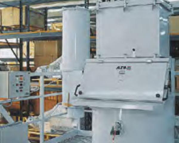Оборудование для автоматизации, с уплотнителем пустых мешков у беспылевого растаривателя AZO модель ET RF