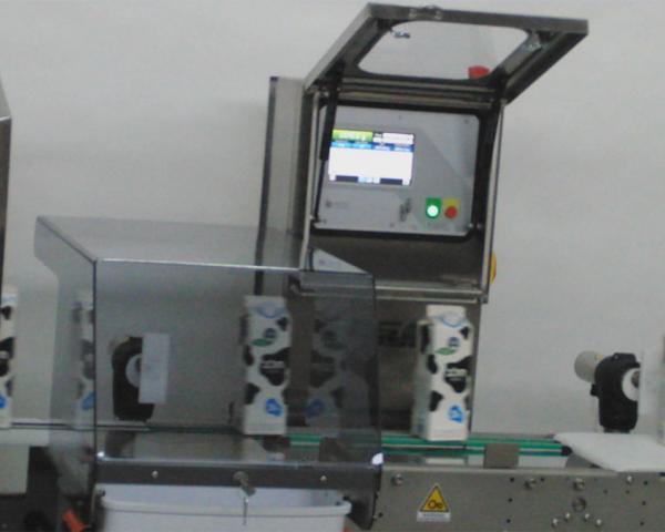 Контроль веса упаковки пакетированного молока, готовое оборудование Украина