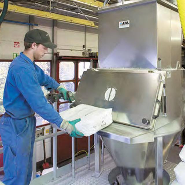 Оборудование для автоматизации, беспылевой растариватель AZO модель ET F